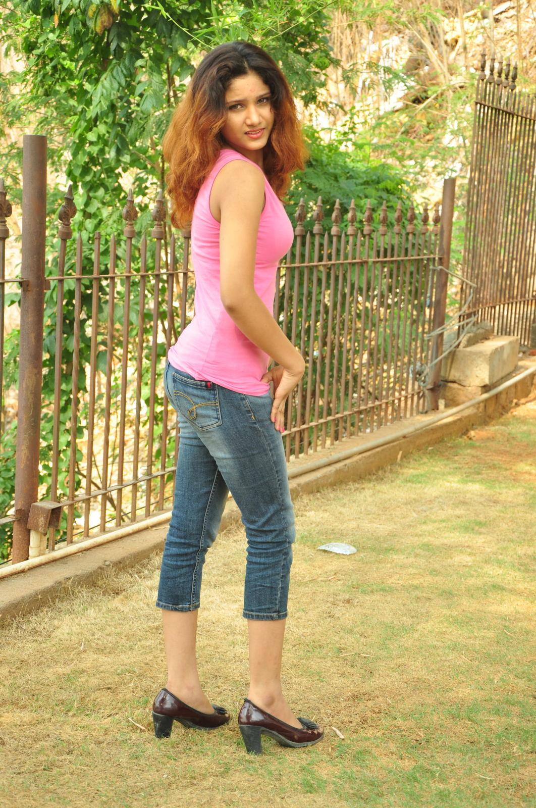 Aarthi glamorous photo gallery-HQ-Photo-5