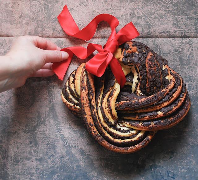 Estonian Kringle o brioche trenzado con chocolate