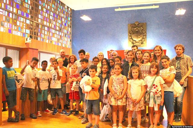 Recepción en el Ayuntamiento a los niños acogidos en verano