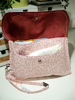 pink fuchsia girl cute custom made diaper clutch | http://panpancrafts.blogspot.de/