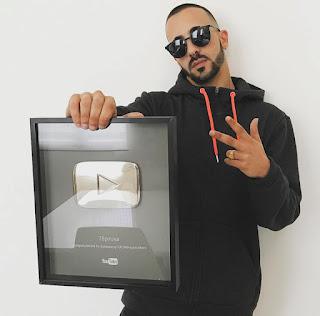 Youtube reconhece sucesso de Piruka com placa de 100.000 subscritores
