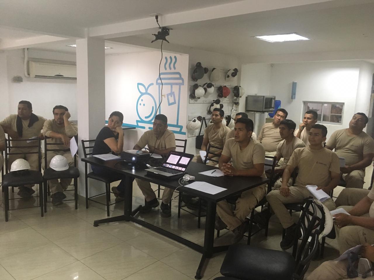Banco Bolivariano imparte taller de Educación Financiera a colaboradores de Vitapro Ecuador