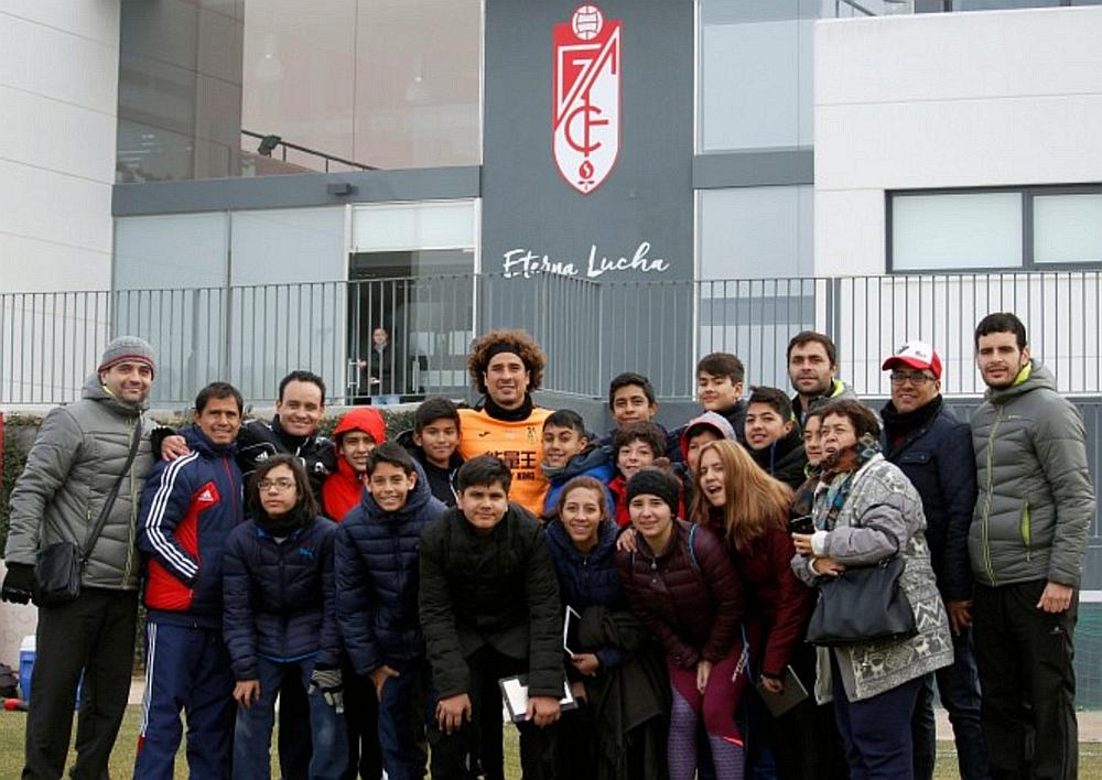 Memo Ochoa sorprende a fans de las Chivas