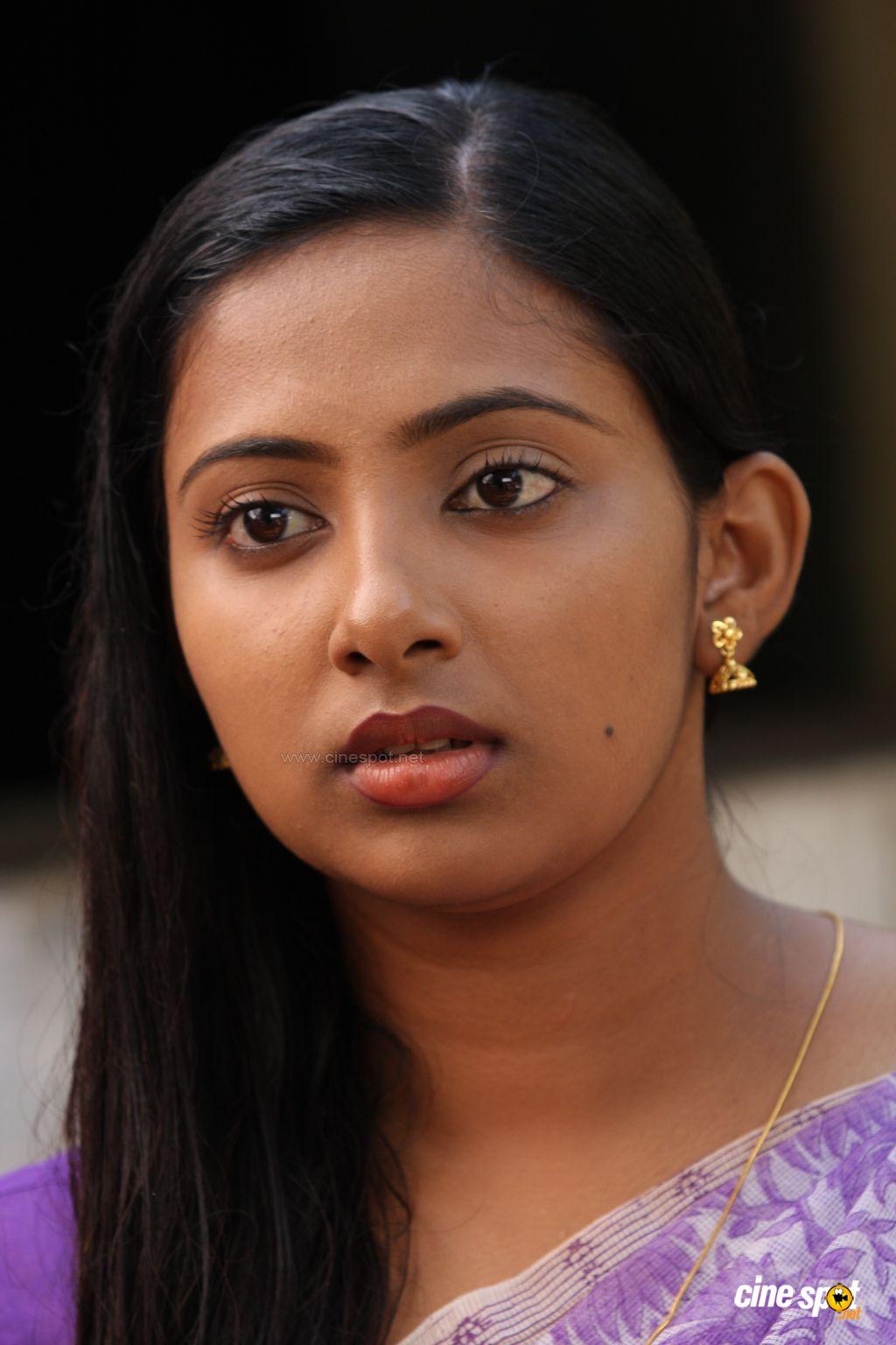 idea star singer malavika photos - Niya Malayalam Movie Serial Actress s Mallu Actress