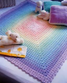 http://patrones-asgaya.blogspot.com.es/2012/11/mantita-para-bebe-crochet.html