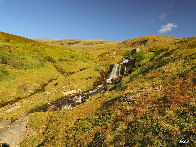 Saltos de agua en Tromdalstinden - Tromso por El Guisante Verde Project