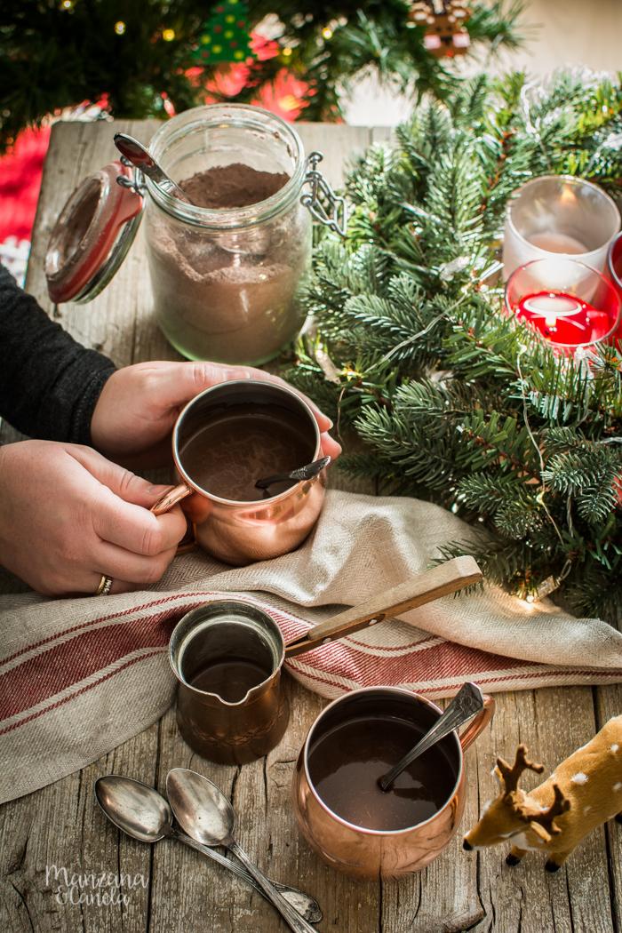 Preparado casero para el chocolate caliente perfecto. Receta imprescindible.