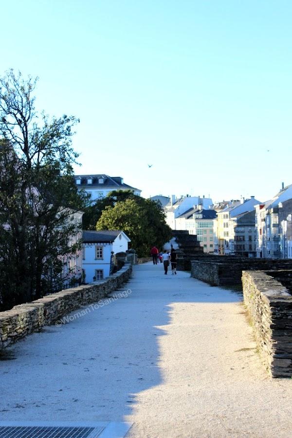 muralla-lugo-camino-de-santiago-primitivo-paseo