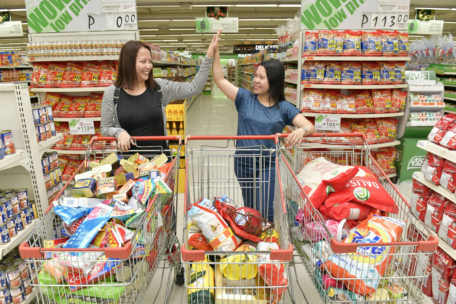 Lucky PayMaya users get treated to a grocery shopping spree at Robinsons Supermarket
