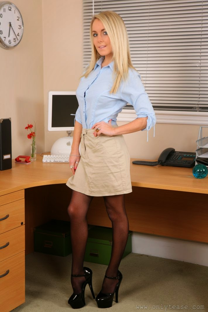 Best Pantyhose Models Becky Roberts - Petite Blonde Cutie-8640