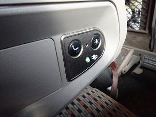 新幹線のぞみのグリーン席の読書灯とかのスイッチ