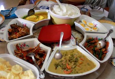Hanya di Aceh Warung Makan layaknya di rumah sendiri