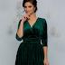 Rochie ieftina scurta verde din catifea cu detaliu tip bijuterie in talie