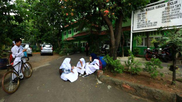 Siswi Muslim dan Non-Muslim Dukung Ahok untuk Tidak Mewajibkan Hijab di Sekolah Negeri