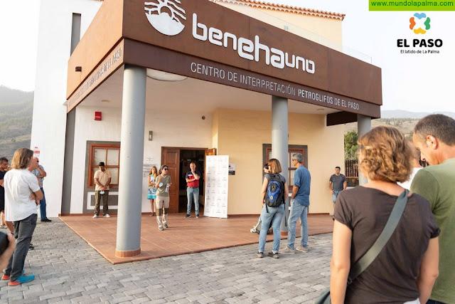"""Una treintena de personas disfrutan del I Networking Turismo El Paso """"Petroglifos y Estrellas"""""""