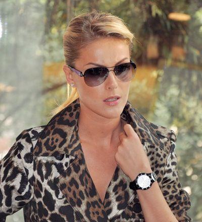 Ana Hickmann News  Olhar fatal  Ana Hickmann posa para a sua grife ... cb52559a74