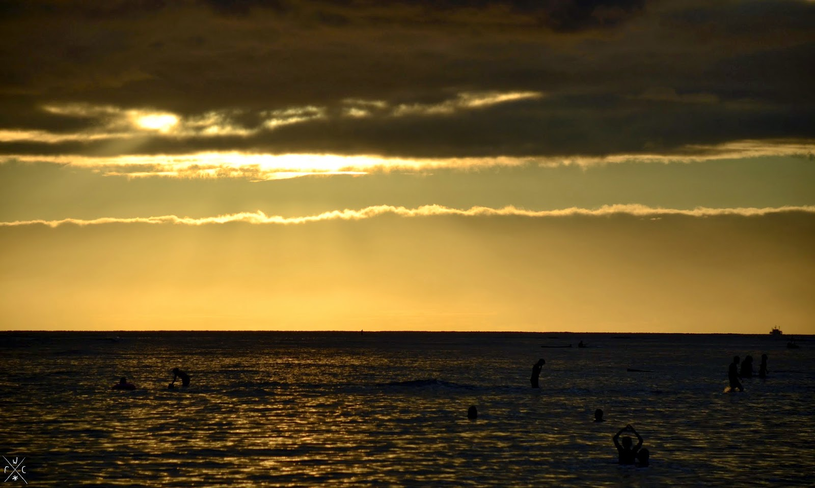 Sunset / Coucher du soleil - Waikiki Beach, Honolulu, Hawaii