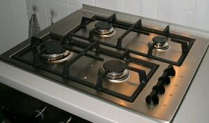 cara membersihkan kompor dari noda masakan