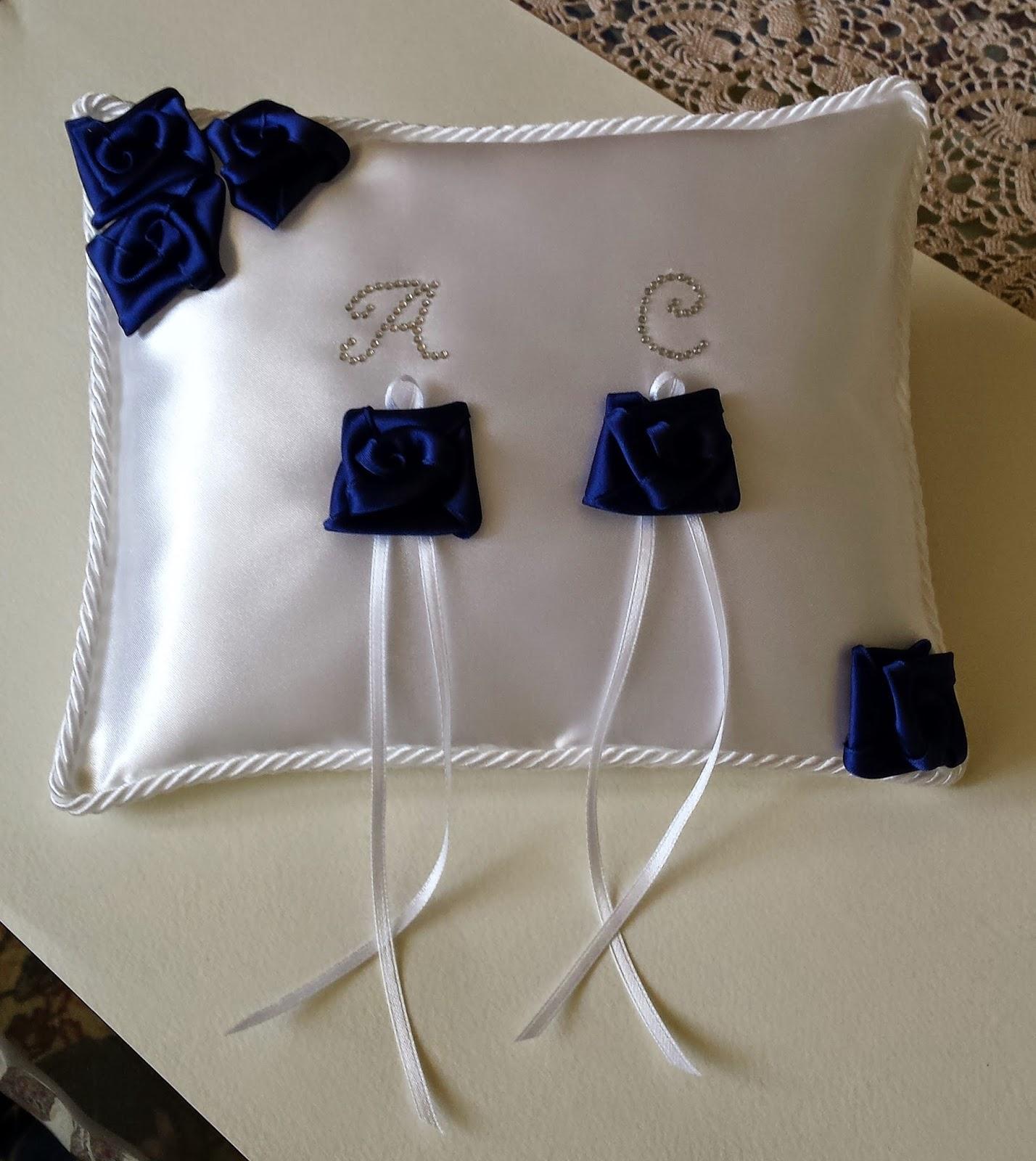 Cuscino Portafedi Bianco E Blu.Eventidecor Cuscino Portafedi In Bianco E Blu E Iniziali Strass