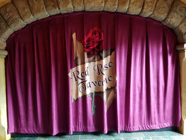Red Rose Taverne decorative curtain