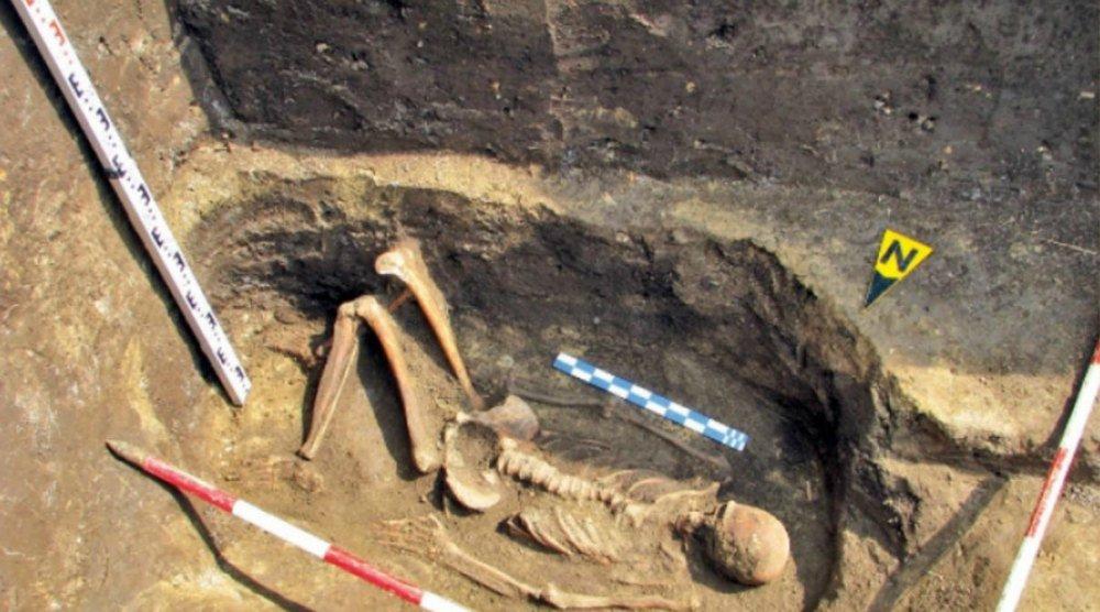 Esqueleto de un supuesto gigante hallado en Rumanía.