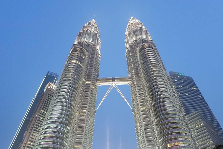 Jalan-Jalan Melihat Fakta tentang Menara Kembar Petronas Malaysia, harga tiket masuk menara kembar petronas  keistimewaan menara berkembar petronas  petronas towers  petronas twin tower  petronas twin towers  twin towers malaysia  petronas twin towers tickets  menara kuala lumpur