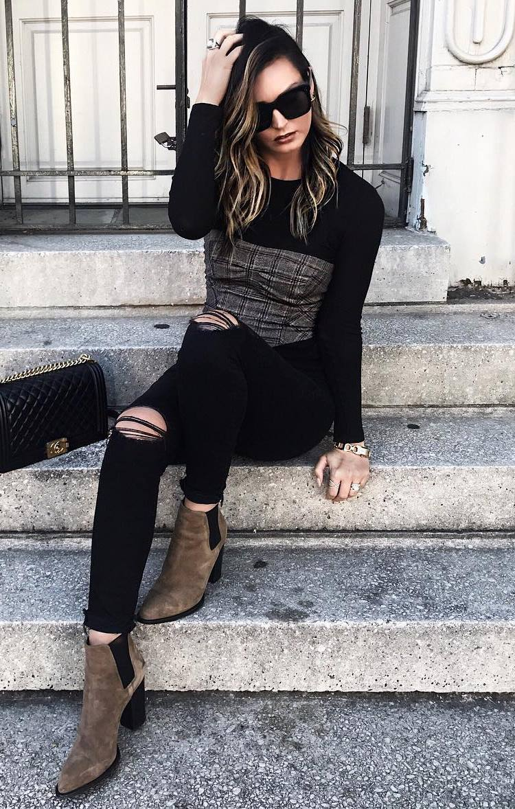 trendy fall outfit idea / black top + bag + ripped jeans + brown boots