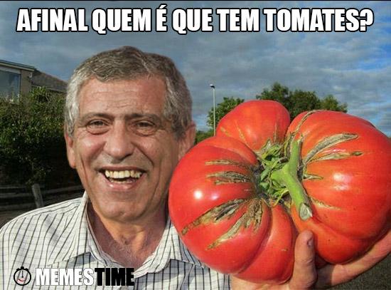 Meme Fernando Santos com um tomate gigante na mão – Afinal quem é que tem tomates?