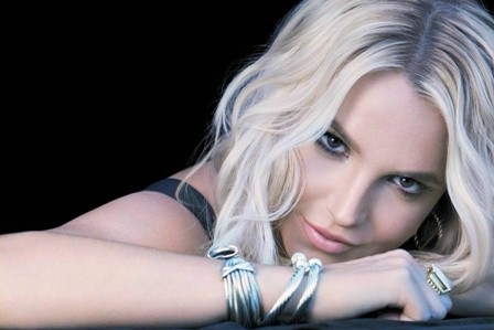 El sensual video de Britney Spears en la playa