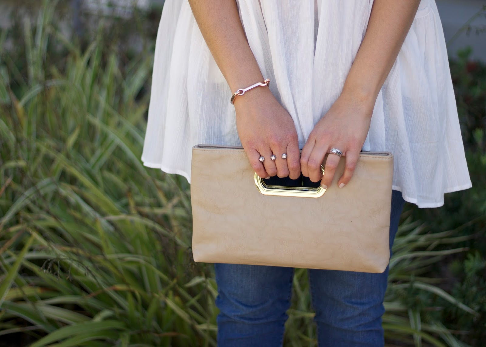 Nude handle clutch, faux leather clutch, kendra scott ring, how to wear gold accessories
