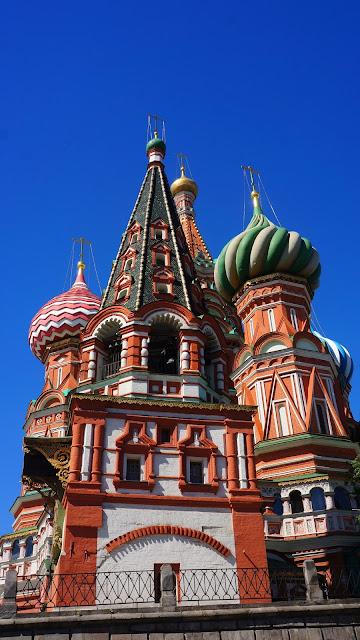 Изображение Храма Василия Блаженного с колокольней впереди