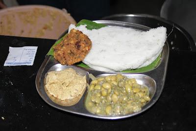 The 'tatte' idli with spicy coconut chutney, masala vada and avare kaalu usli