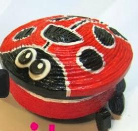 http://www.hogarutil.com/decoracion/manualidades/otros/201209/cajas-mariquita-16699.html