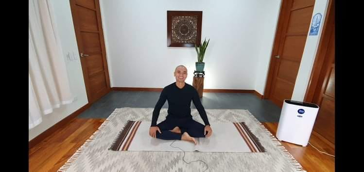 Vince Dizon is a one-on-one mindful coach and a Yin Yoga instructor