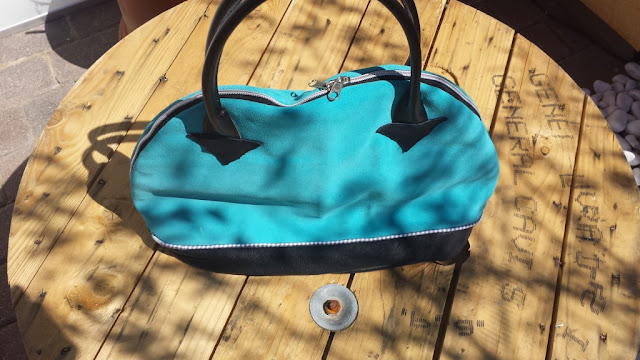 Bogentasche Leder schwarz/blau