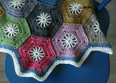Crochet hexagon blanket, Scheepjes Stonewashed | Happy in Red