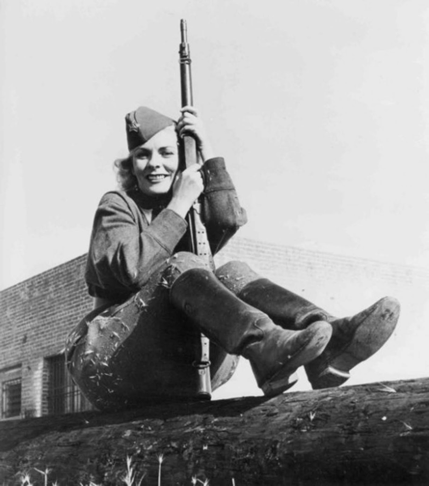 She was drafted into the Red Army in 1941 at the beginning of the Siege of Leningrad and became a sniper and a lieutenant.