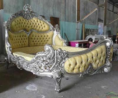 Rococo Mahogany Bed in Antique Silver Saripudin