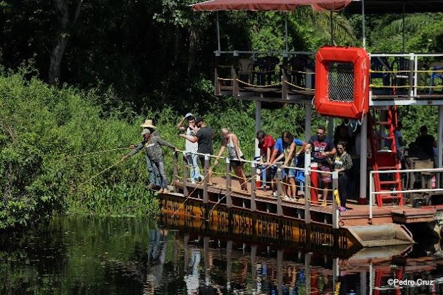 Chalana com pescaria de Piranhas Pantanal