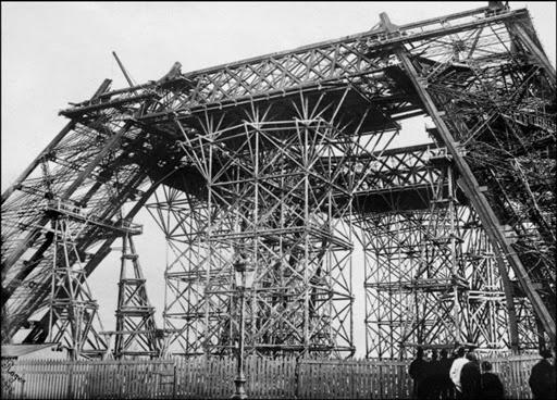 Fotos da Torre Eiffel em construção