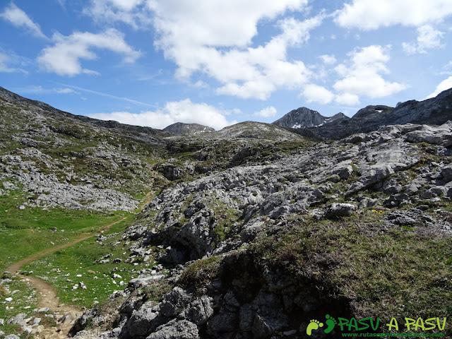 Ruta al Cantu Ceñal: Subiendo al Collado del Jito