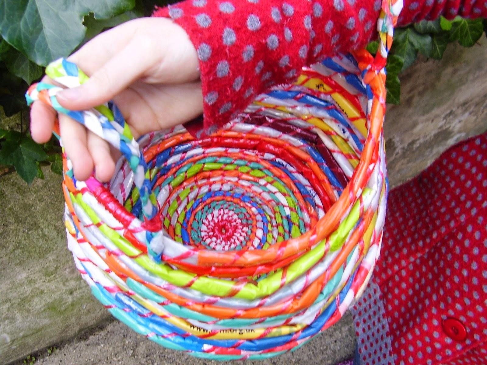 12 Cara Membuat Kreasi Kerajinan dari kantong plastik.  8852078ecd
