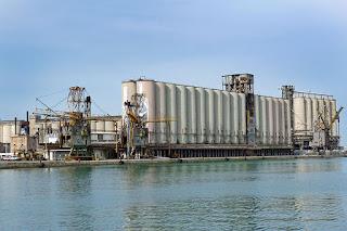 Porto di Ancona: microcariche esplosive per abbattimento controllato silos