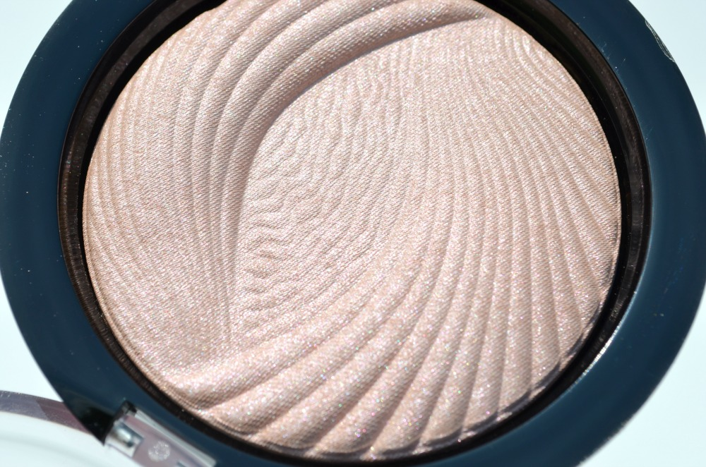 Makeup Revolution Peach Lights Vivid Baked Highlighter Review / Swatches