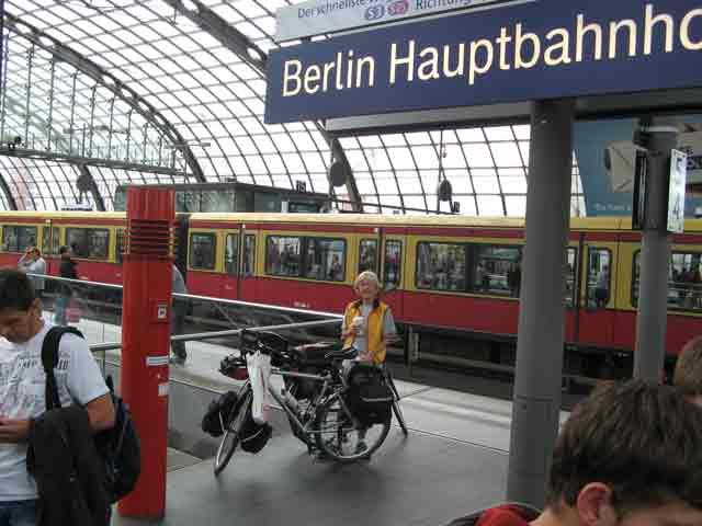 جمل نستخدمها في وسائل النقل ومحطات القطار والحافلات وقطارات الانفاق