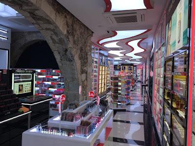 Imagen del interior de la nueva tienda de Primor, ubicada en Calle Portaferrissa 21, en Barcelona.