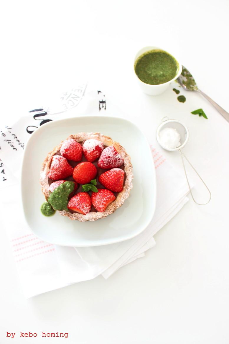Erdbeertartelettes mit süßem Minzpesto, die Rettungstruppe rund um #wirrettenwaszurettenist rettet Pesto und das Rezept von mir auf dem Südtiroler Food- und Lifestyleblog kebo homing, foodstyling, photography