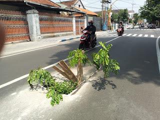 Bak Kontrol Jalan Letkol Sumarjo Rawan Celakakan Pengendara, Ini yang Dilakukan Warga
