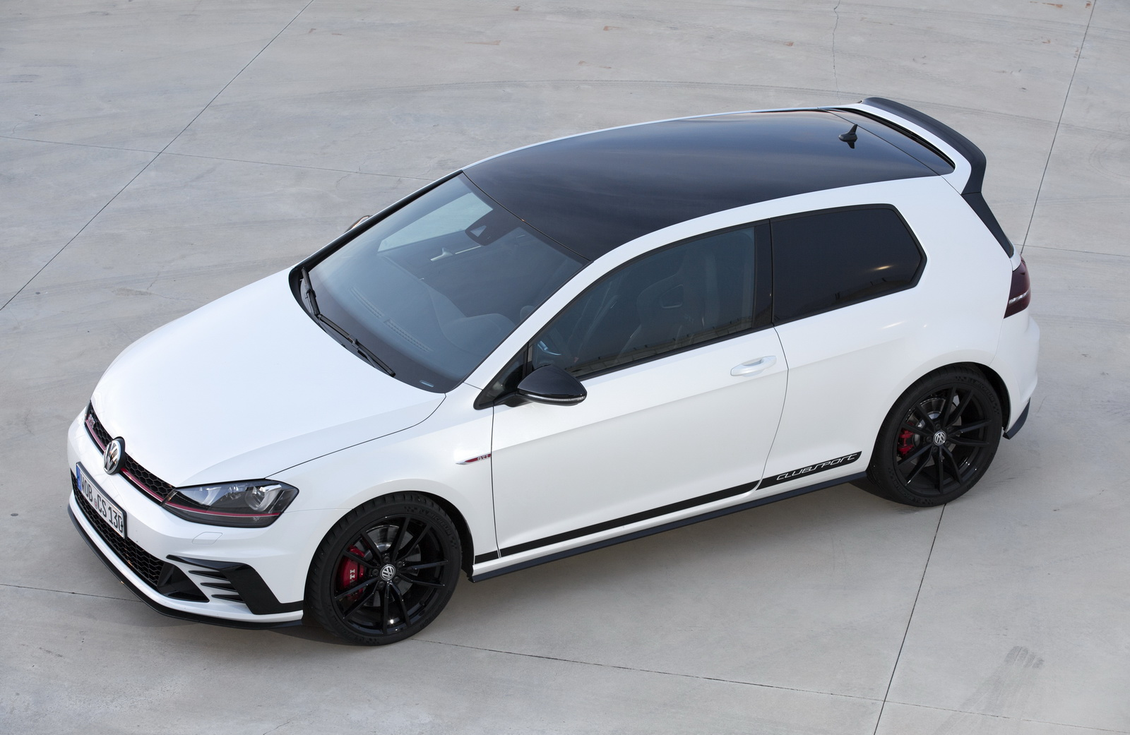 new vw golf gti clubsport arrives in the uk just in time for the 40th ann carscoops. Black Bedroom Furniture Sets. Home Design Ideas