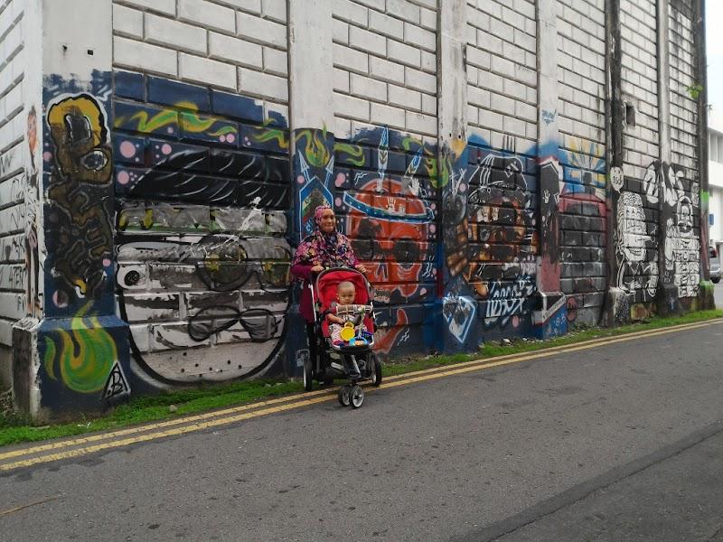 Hunting for Robocar Poli di Gaya Street!